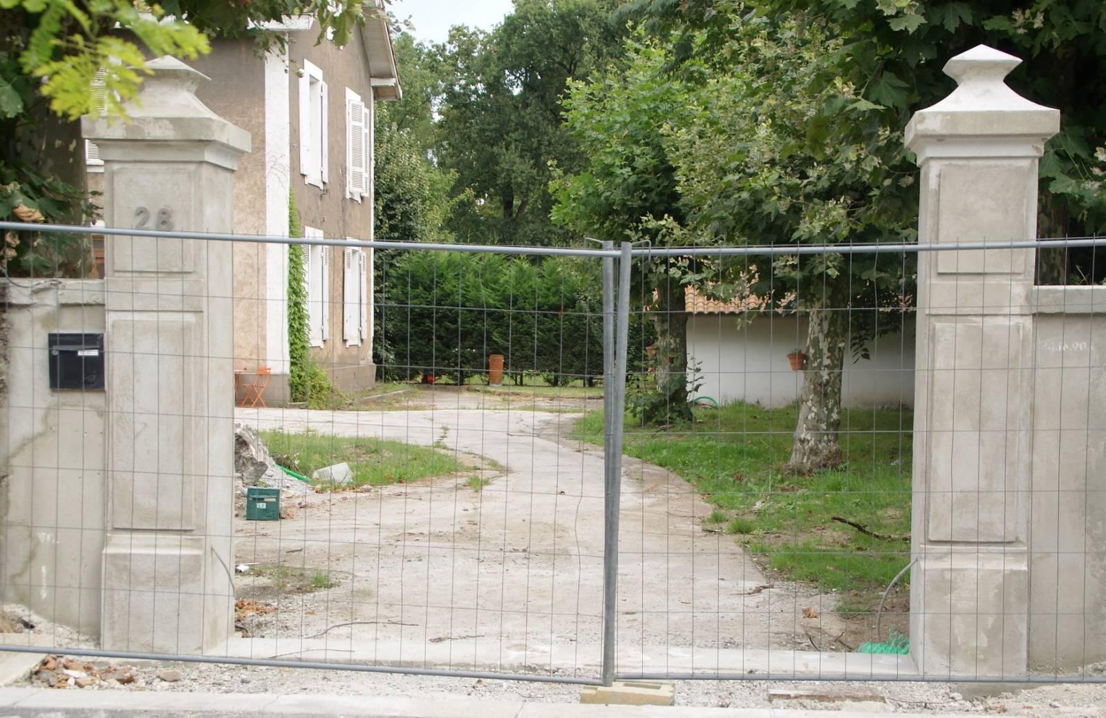 Habiller Un Pilier En Beton reproduction de modèle de poteaux de portail en béton imposé