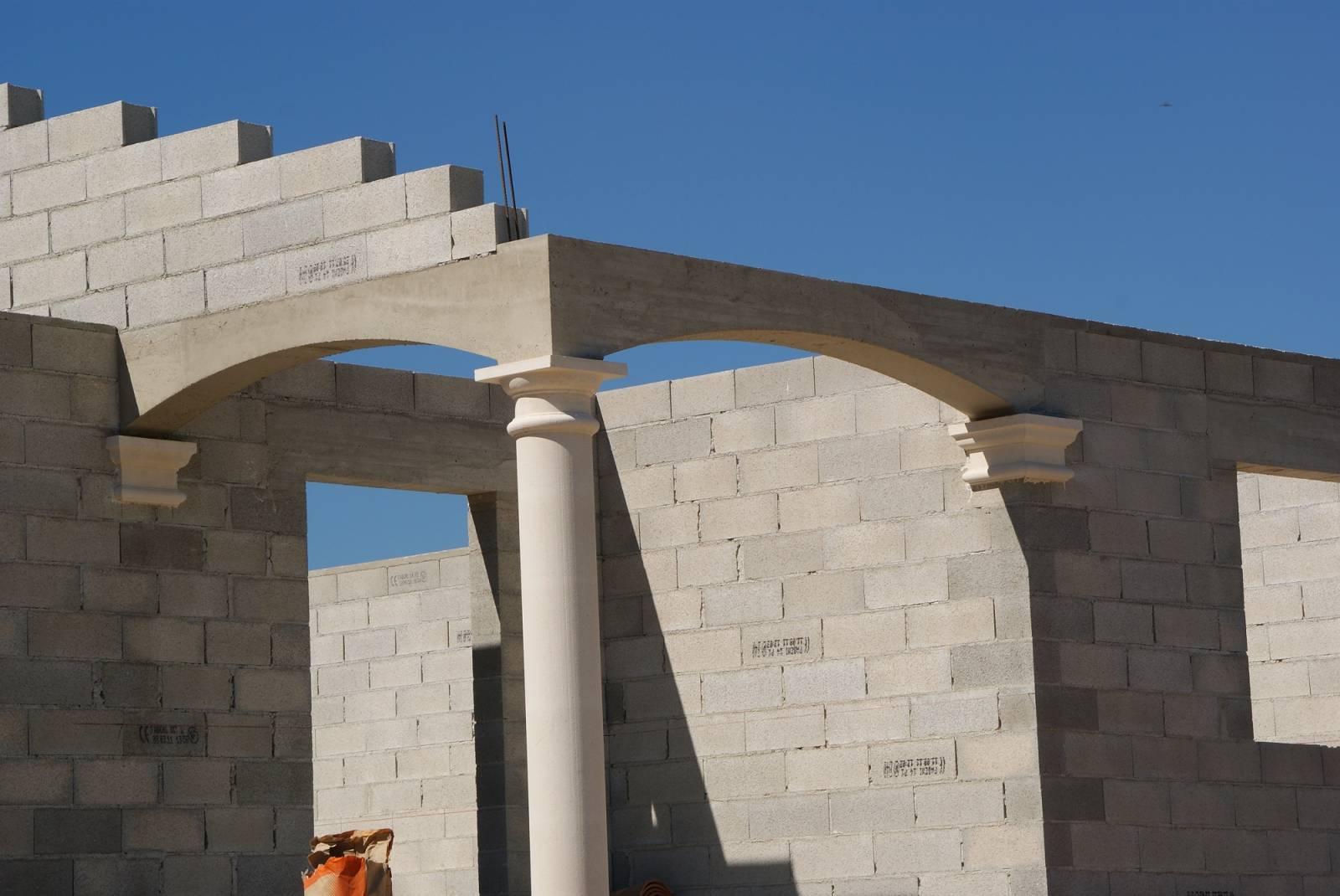 Art Plus Cadre Vitrolles réalisation de coffrages de chapiteaux et colonnes à